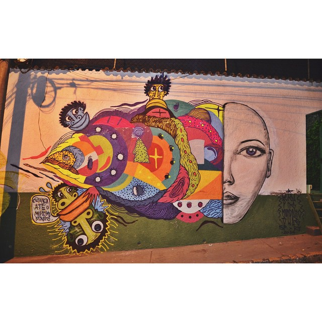 Parte do muro finalizada ao lado de @leiga_, @mundano_sp e @swagone55 • Cosme Velho - RJ • #streetartrio #rjvandal #spvandalismo @instagrafite