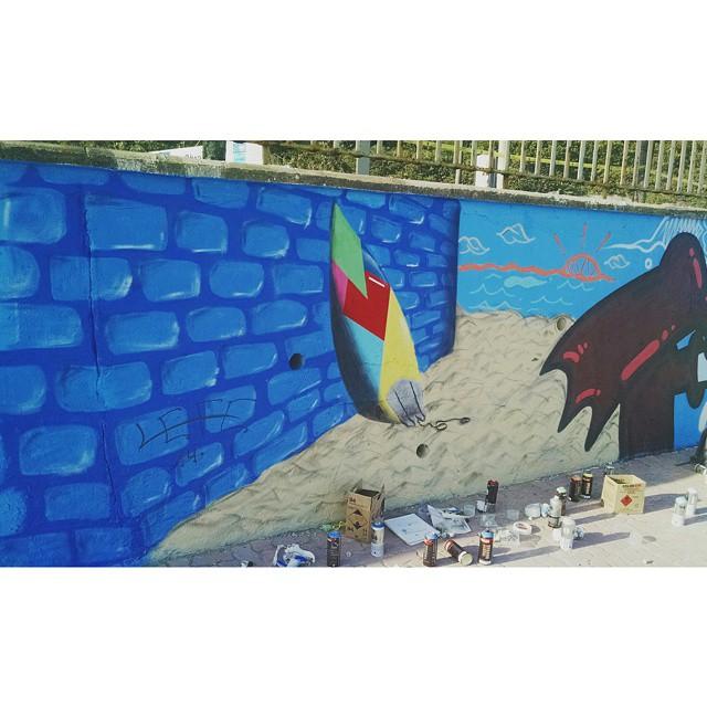 Praiana com muito amor! Pintura de hoje lá no Cantão de São Conrado! #Coracaovirouprancha #Lefe #graffitiart #StreetArtRio