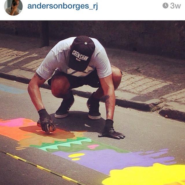 Repost de @andersonborges_rj Lembrança do #artenafaixa @rioeuamoeucuido #regram #repost #click #action #streetartrio #streetart #graffiti #graffitidecorativo #riodejaneiro #suburbiocarioca #ruasdazn #iloveart #loveart #amoarte #colors #spraypaint #rioeuamoeucuido #transito 2014