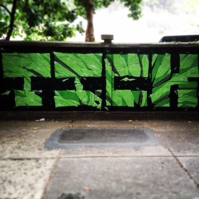 Resistir, persistir. #tick #streetartrio #rua #letters #urbanart #green #black #wall #muralart #graffiti #graffitiart #galeriaaceuaberto #intangraffiti #colors #braziliamgraffiti #braziliamart