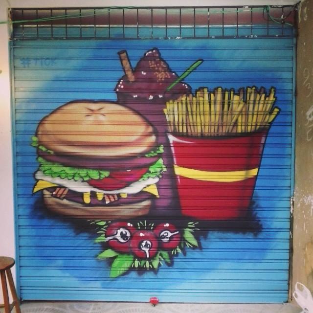 Trampo do dia. Eai Mac, se depender de mim o bagulho vai ficar salgado pra vocês!!! Rsrs #tick. #graffiti #streetartrio #rua #spraycan #fastfood