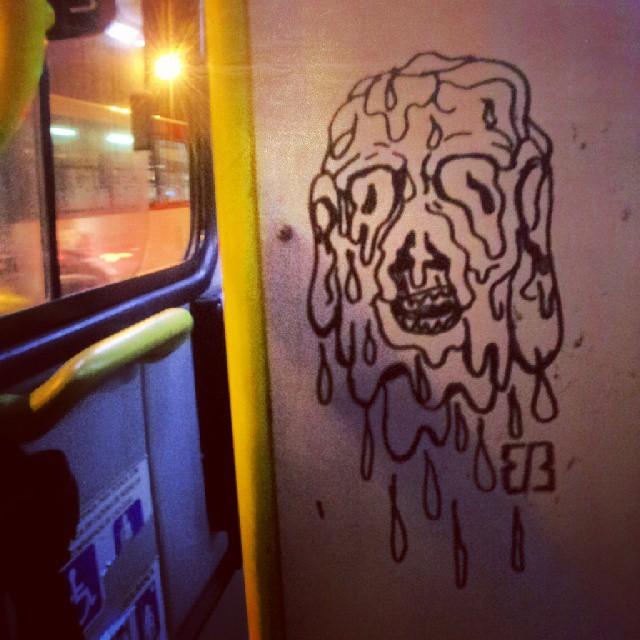a diversão do transito #busao #streetart #streetartrio #monster