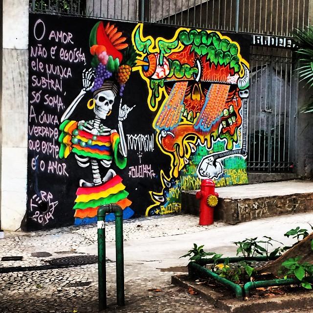 a única verdade que existe é o amor #streetart #streetartrio #arterua #arteruario