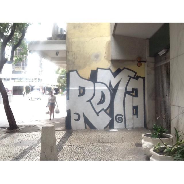#ilovebombing #streetartrio #street #art #brazil #graffiti #instaart #spray #riodejaneiro #rj #instagraffiti #graffiti #graffite #artederua #art #artist #urbanart #graffitibrazil #graffitebrazil #loveart #spraypaint #streetart #freestyle #graffitirj #graffrio #rua #hiphop #romastreetart
