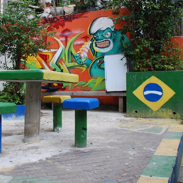 #streetartrio #artpop #artepopular #streetart #streetartist #streetartshots #grafite #grafiteart #grafitebrasil #urbanwalls #sprayart #urbanart #instarepost #ilovesstreetart #rsa_graffiti #rsa_photo_of_the_day #instagrafite #artederua #grafiti #spraypant #graffrio #arteurbana #dsb_graff