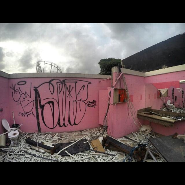 2015 enorr  #throwup #tagsandthrows #graffiti #vandalism #vandal #gopro #swagone #swag #handstyle #bombing #welovebombing #throwups #streetartrio #oneline #fuckthecops #outline