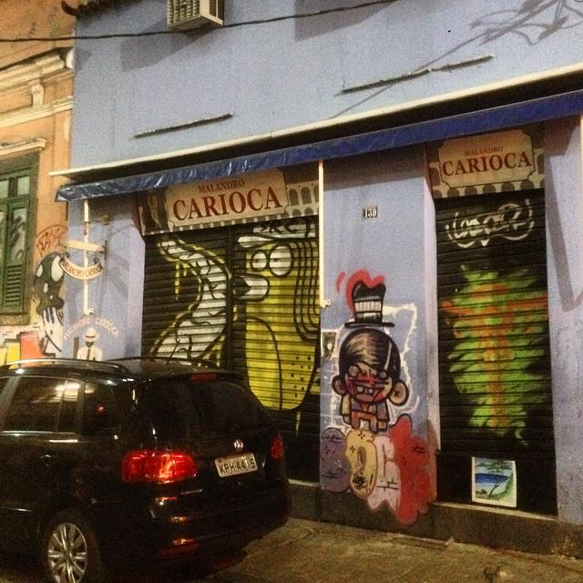 Art by @searc_src @mz_qpasa #sock #graffiti #streetart #streetartrio #urbanart #nofilter #lapa #riodejanerio #brazil