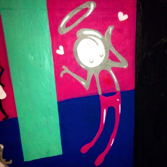 Arte de #warkrocinha #graffiti #graffitiart #grafitistreet #streetart #street_art #streetartrio #street_photo_club #instagrafite #riopostcard #olheosmuros #osmurosfalam #oqueasruasfalam #muros #maisamorporfavor #artederua #arteurbana #asruasfalam #spray