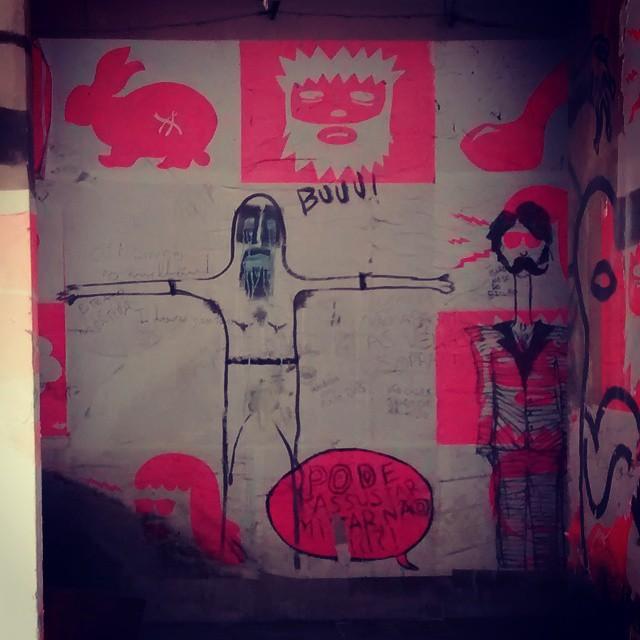 Buuu!  #streetart #streetartrio #art #eco #ufrj #bunny #pink #alley