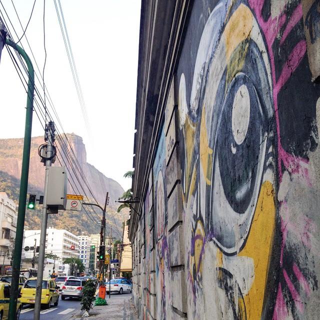 Clássicos da Arte de Rua se perdendo... foto de @ArteRuaRio & arte de rua de @warkrocinha | #ArteRuaRio #wark #warkdarocinha