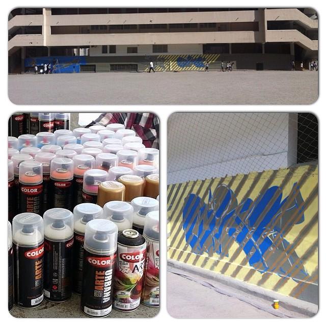Começou! Hoje tive a chance de realizar um sonho da época em que estudei no Santo Inácio, poder grafitar o muro do campão junto de outros ex-alunos também grafiteiros (Meton, Swop e Duke)! Muito obrigado Angelice pela oportunidade!