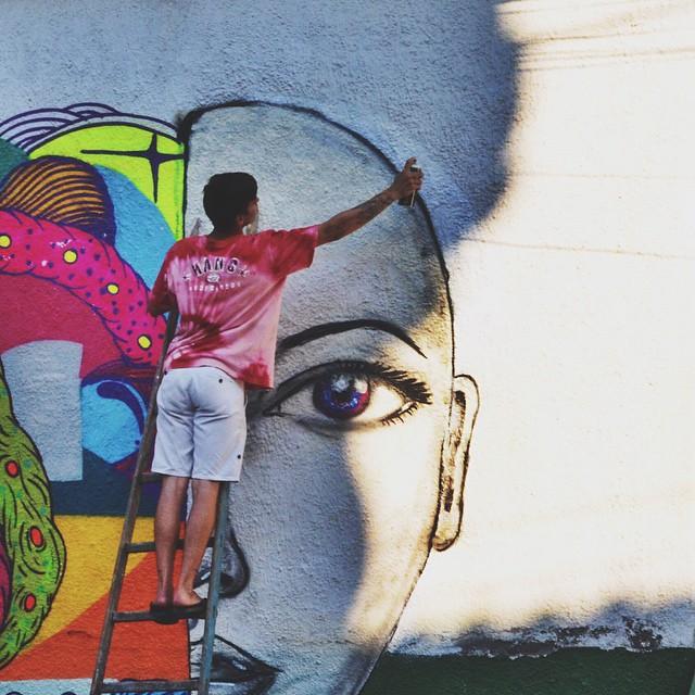 Contrastes  • #streetartrio #graffitiart #rjvandal #instagrafite