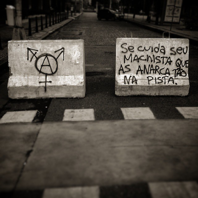 Cuidado: anarca na pista. #riodejaneiro #StreetArtRio #rj #street #art #philosophy #rioeuteamo #errejota #poetry #bw #pic #photooftheday