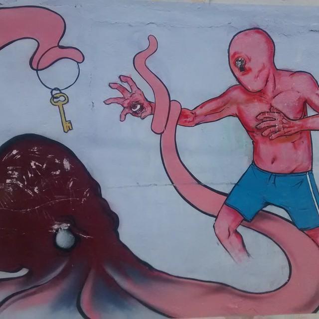 E no final das contas, todos querem a chave. #Streetartrio #cor #grafitti #streetart #art #key
