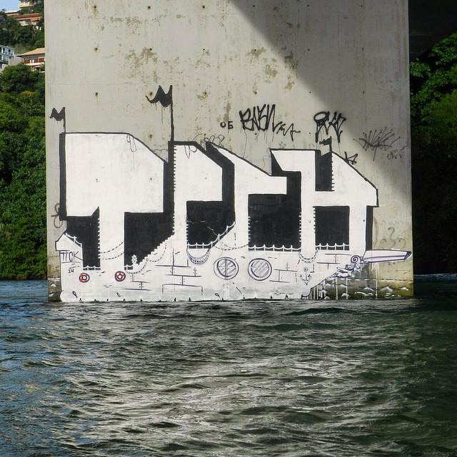 Eu vou morar depois do mar. #tick #seaart #boat #barco #streetart #streetartrio #streetartoficial #spray #spraycan #muralart #graffitiart #galeriaaceuaberto #mar