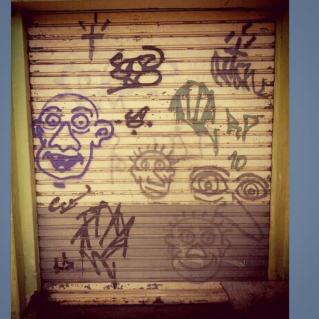 #Garagem #otoart #xarpirj #xarpi #montanacap #montanapaint #violeta #asso #nob #otoxarpi #traço #streetartrio