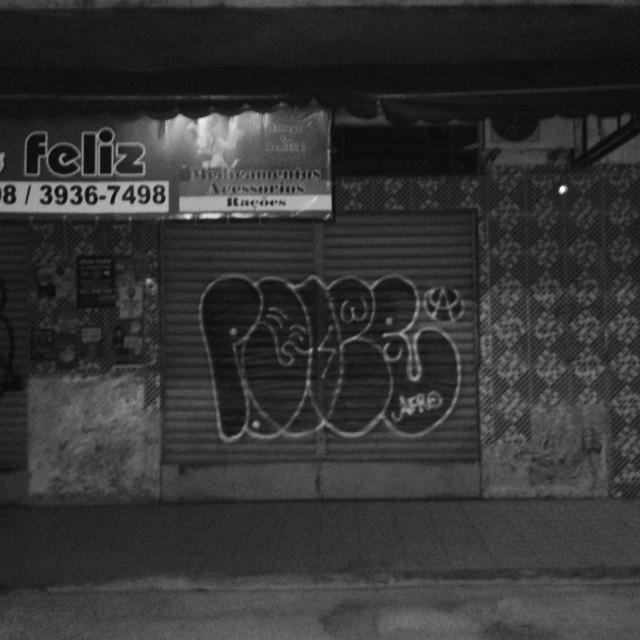 Lavamos a alma. #vandal #tagsandthrows #welovebombing #ruasdazn #streetartrio #artistasurbanoscrew #estiloriginal #bomberj #classicbomber
