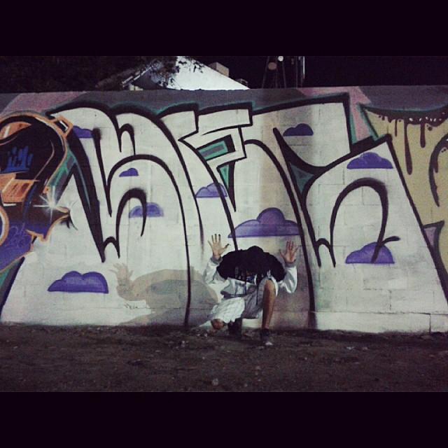 Madruga do feriadao→SUEG← #throwup #soamigo #welovebombing #tagsandthrows #graffbombs #swag #sueg #saporraebrasilcaralho #55 #madruga #riodejaneiro #streetartrio #bloco #letras #vandal #fodase