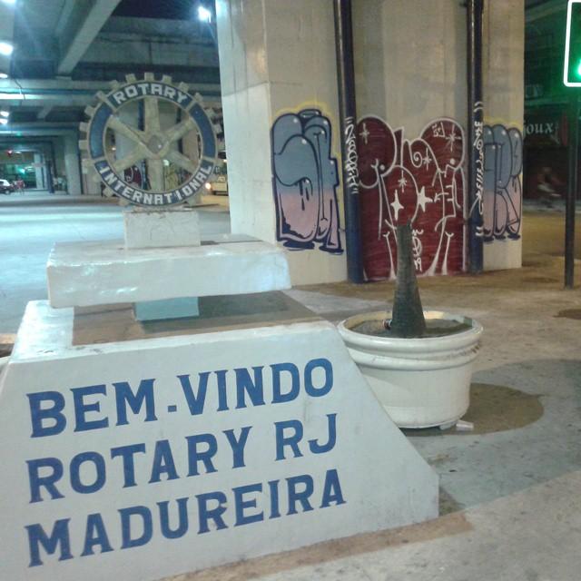 O terror vai começar. #graffitirj #artistasurbanoscrew #estiloriginal #bomberj #welovebombing #tagsandthrows #ruasdazn #streetartrio #madureira