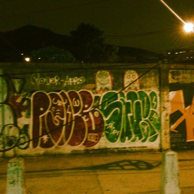 Phodaaaaaa c a propaganda #estiloriginal #tagsandthrows #welovebombing #ruasdazn #streetartrio #artistasurbanoscrew #poderafro #aucrew