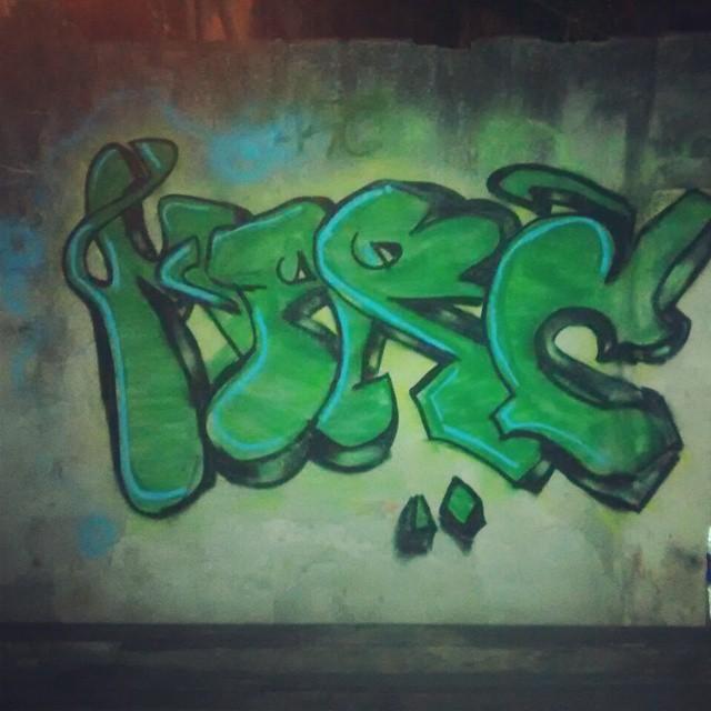 Por ai... #StreetArtRio #StreetArt #GeniosDoGraffitiCrew #art #arte #paint #graffiti #instagraffiti #loveletters #green #mtn #94 #brazil #InstaArte #marc #gg
