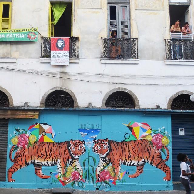 Rio de Janeiro (Centro.Rua Riachuelo com Rua do Senado 338) #streetart #arteurbana #urbanart #sprayartcan #art #arte #instagrafite #Instadaily #muralism #tbt #sprayartcan #design #muralismo #instamood #wall #beautiful  #graffiti  #igers #summer #instalike #amazing #animais #nature #streetartrio #blackpeople #love #animals #sky #picoftheday #photooftheday
