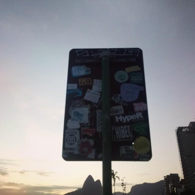 { #RiodeJaneiro, #Brazil, #Brasil, #Riomais, #Rio365, #Rioetc, #Ipanema, #Praia, #Sunset, #StreetArt, #StreetArtRio, #Art, #ArtUrban }