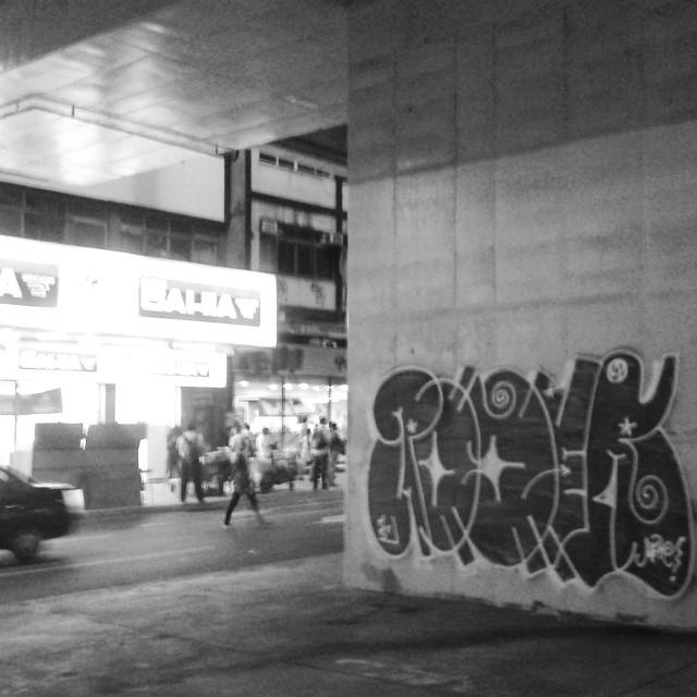 pretooooooooo #aucrew #streetartrio #artistasurbanoscrew #estiloriginal #tagsandthrows #welovebombing #ruasdazn #