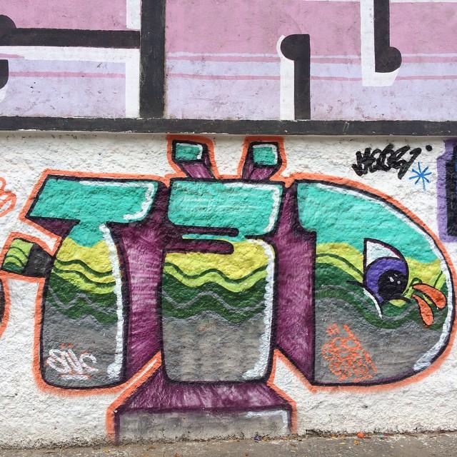 #streetphoto_brasil #streetartrio #artpop #artepopular #streetart #streetartist #streetartshots #grafite #grafiteart #grafitebrasil #urbanwalls #sprayart #urbanart #instarepost #ilovesstreetart #rsa_graffiti #rsa_photo_of_the_day #instagrafite #artederua #grafiti #spraypant #graffrio #arteurbana #dsb_graff