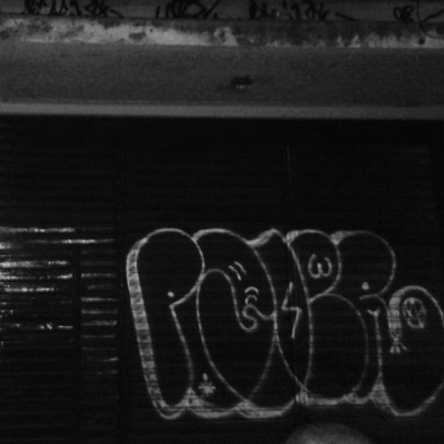 verdadeiro. #ruasdazn #streetartrio #artistasurbanoscrew #estiloriginal #tagsandthrows #welovebombing #poderafro #aucrew #classicbomber
