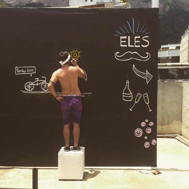 @thalessonoda mandando muito bem no live painting free hand double flip carpado! Hoje a Sede Náutica do Vasco - Lagoa vai ficar cheia de desenhos dele! ️