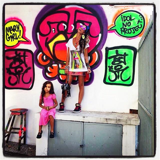 ️ E assim ficou depois de pronto! #graffiti #djonereal #mm #liderdacrew #pinkgirl #styling #marygirl look #custom #spraycanart #neonstyle #artcollective @idolnoproject ️ #artederua #arteurbana #streetart #streetartrio #idolnostyle #streetstyle ️