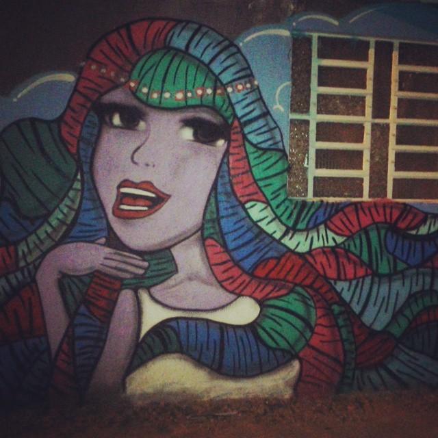 Primeira persona do ano! #CoreseValores #graffiti #graffitiGirl #persona #streetartrio #coloredhair #purpledoll