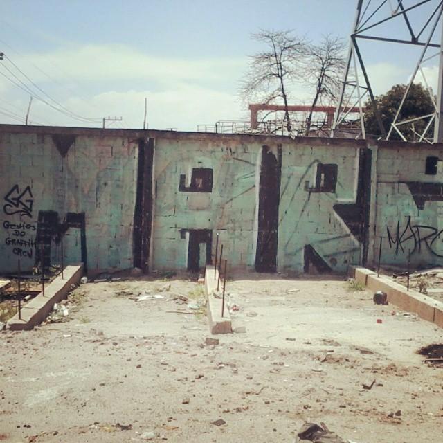 Viva la vida !! #StreetArtRio #streetart #vandal #rjbombing #letters #loveletters #graffti #love #loveart #lovegraffiti #fatcap #arte #paint #vandalism # #marc #rj #bombing #life #brazil #usa #rjvandal #black #instalike #live