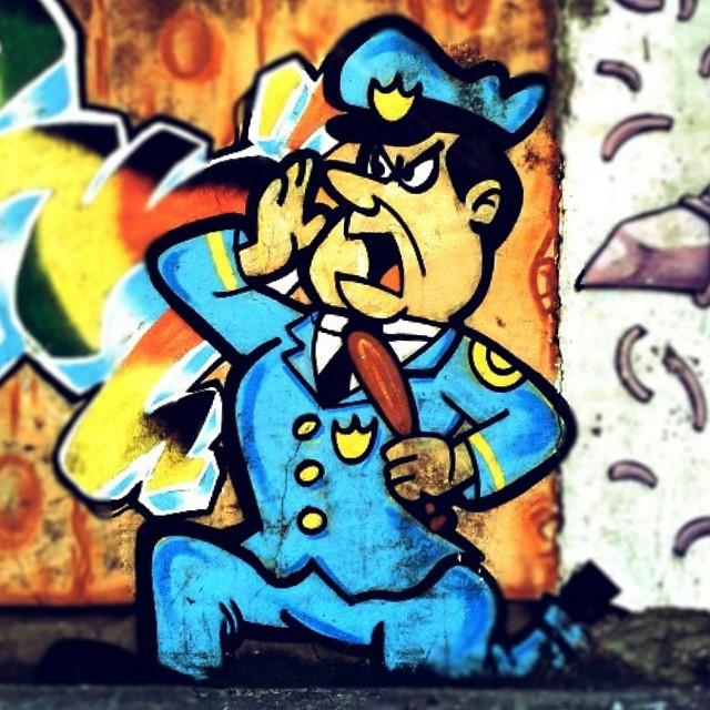 #streetarteverywhere #streetart #street_art #streetartrio #graffiti #grafitismo #grafitirio #graffitiart #guardabelo #mandachuva #cartoon
