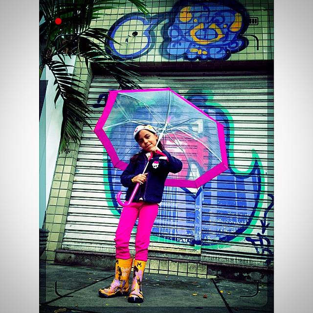Chuvinha combina com cinema,partiu! #mm #ninabailarina #líderdacrew #styling #marygirl #graffiti @tozfbc #shimu & #djonereal  @idolnoproject  #artederua #arteurbana #streetart #streetartrio