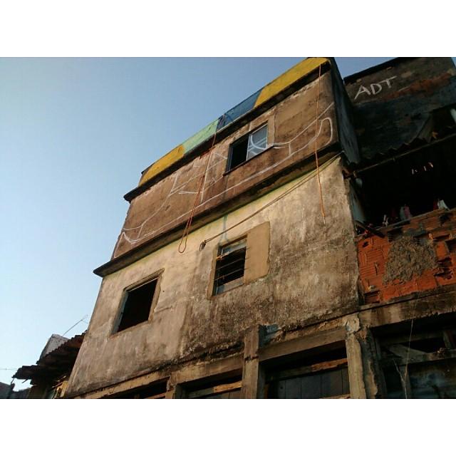Início da revitalização. #Kaduori #streetartrio #streetart #graffiti #morrodaprovidencia