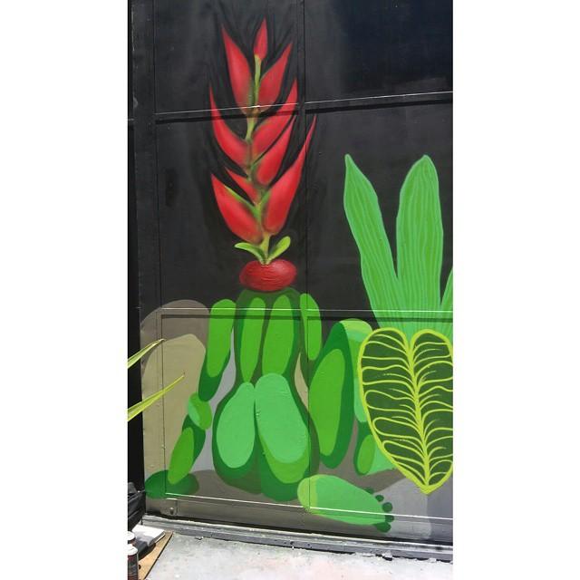 Parte da pintura da hoje #artevida #arte #spray #streetartrio #streetart #graffiti #ururah #tropical #naturalmystic #nature