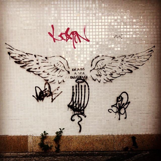 Rio de Janeiro. 19/02/2015 | vandalogy #StreetArt #StreetArtRio #stencil #riodejaneiro #ipanema #wings #imaginação