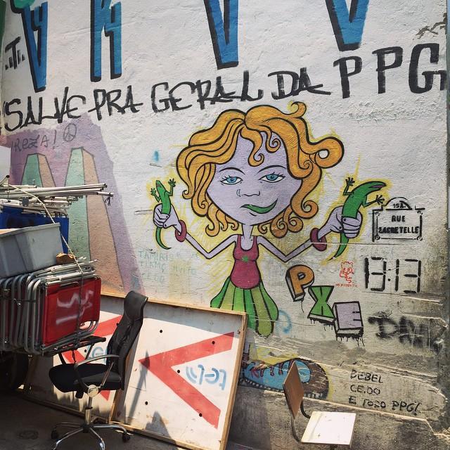 | Vai no balanço do vento dançando gostosinho | Cantagalo | #rio #riodejaneiro #streetart #streetartrio #pxe #graffiti #br.street_ #ig_riodejaneiro_ #igersrio #streetphotography #iphoneonly
