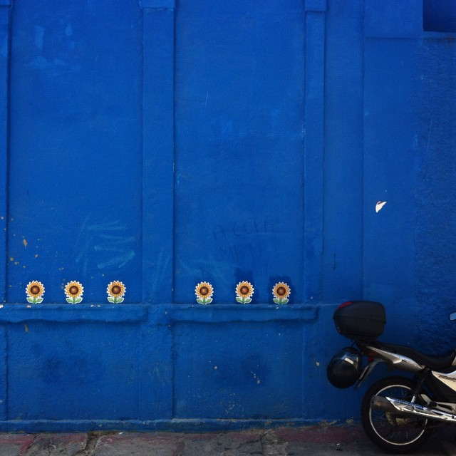 #emojiart #emojiderua #streetart #urbanart #wheatpaste #blue
