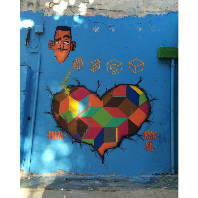 geometric . #pantonedodia #graffitiart #streetartrio #geometry