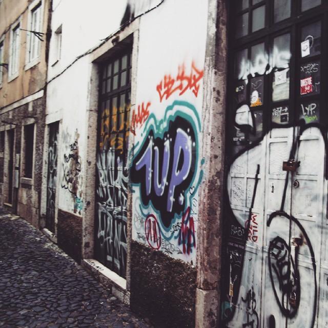 1up lisboa #instagraffiti #streetart #streetgraff #streetwriters #streetartrio #streetartist #streetarteverywhere #dutchstreetart #dutchgraffiti #hierendaar #fromthestreets #publicart #urbanart #urbangraff #urbanwalls #thisisstreetart #globalstreetart #klotter #ilovegraffiti #wallart #wallpainting #wallcolours #muralsonthewall #notjustwalls #1up #oneunitedpower