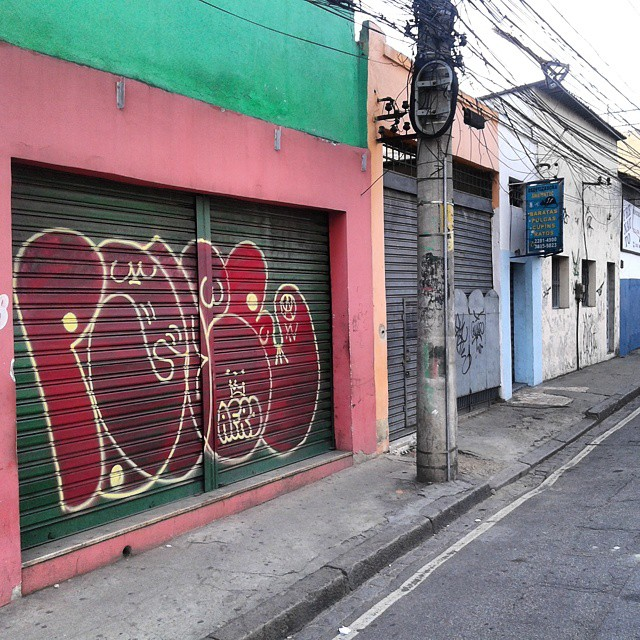 Afro #vandal #graffitivandal #bombingbrasil #rjvandal #tagsandthrows #welovebombing #poderafro #aucrew #streetartrio #artistasurbanoscrew #estiloriginal #ruasdazn