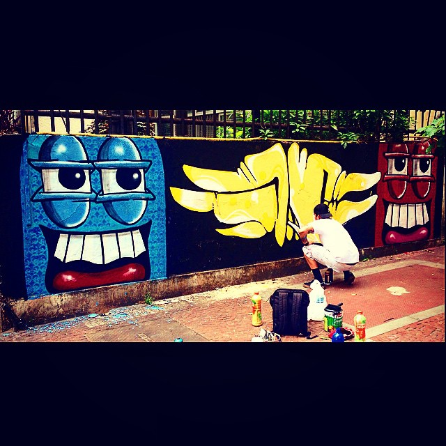 Ainda ontem role com brow @cast em tijuca!! #instaart #spray #riodejaneiro #rj #instagraffiti #graffiti #graffite #artederua #art #artist #urbanart #graffitibrazil #graffitebrazil #loveart #spraypaint #streetart #freestyle #graffitirj #graffrio #rua #mtn #hiphop #streetartrio #ruasdazn #trapacrew #tafaltandomuro