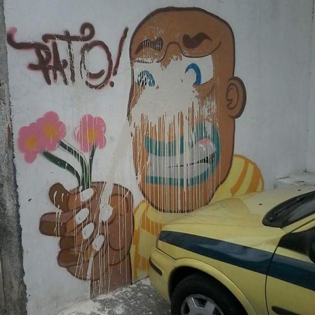 Naoseiporque?! Covardia... #ruasdazn #rjvandal #streetartbrazil #streetartrio #graffitirj #graffitilove #graffitibrazil #galeriaaceuaberto #mtn94 #wallacepato #pato #graffiti #grafite #flores #persona #zonanorte #kobra #art #arte #olaria