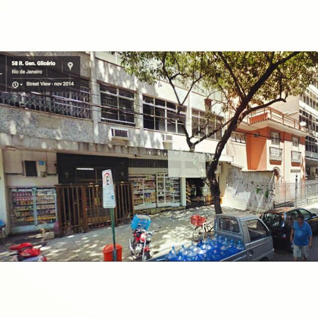 Nós estamos no Google StreetView! Dá um rolé ali pela Rua General Glicério e você pode conferir o #paginário ! o/ #streetartrio Artista: Leonardo Villa-Forte Local: Rua General Glicério, 58, Laranjeiras - Rio de Janeiro #art #book #books #reader #streetart #posterart #lambelambe #rio #rj #rio450
