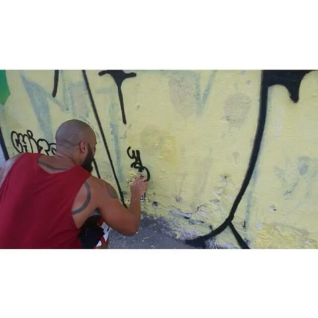 Tag #ruasdazn #streetartrio #artistasurbanoscrew #estiloriginal #tagsandthrows #welovebombing #aucrew #classicbomber #graffitirj #graffiti