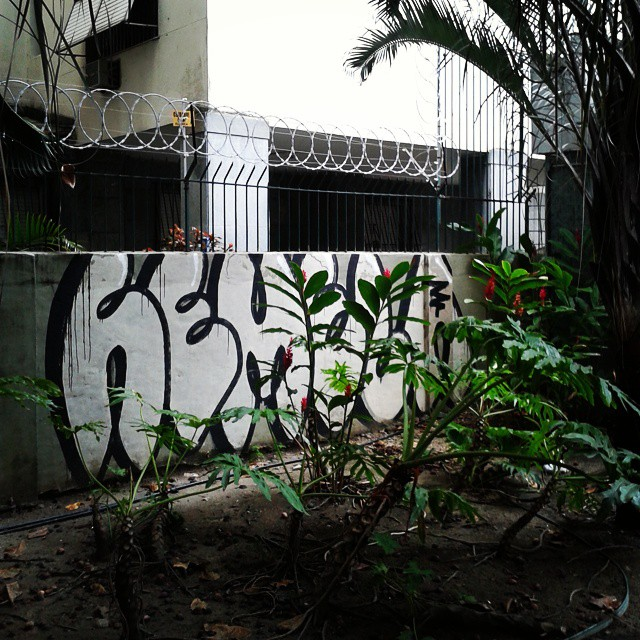 Welcome to te jungle. Metrô do Flamengo. #bomb #graffiti #streetartrio #streetart #artederua