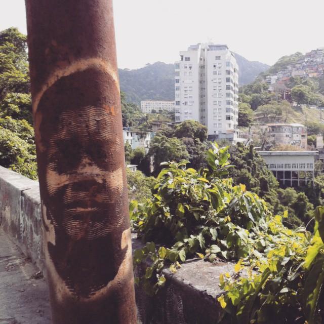 #stencil #stencilart #grafite #grafito #graffiti #graffitiart #artederua #arteurbana #urbanart #streetart #instagraff #instagraffiti #StreetArtRio #poste #santateresa #raposao #riodejaneiro